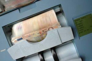 За да спречи перење на пари, Кипар ќе ја испитува сопственоста врз компаниите