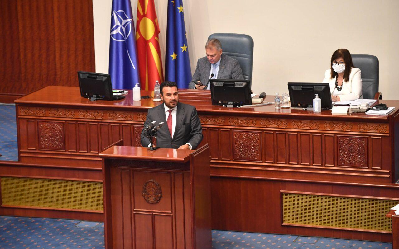 Премиерот Заев од седницата за пратенички прашања во Парламентот: Прв, втор ешалон, државни службеници, сите, внимавајте – законите за борба против корупцијата важат за сите